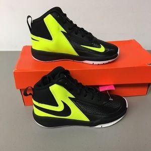 Nike kids team hustle basketball shoes 11.5